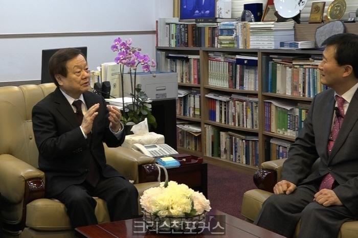 [크포TV] 칼빈대 김근수 총장, 피묻은 복음과 개혁신학 전하겠다