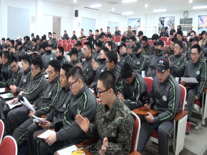 [크포TV] 천군교회, 성탄 콘서트· 짜장으로 장병들 섬겨