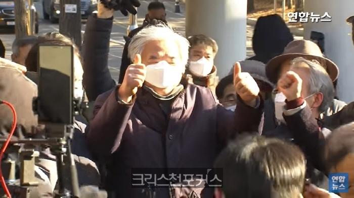 """법원, 전광훈 목사 1심 무죄 선고 """"표현의 자유는 민주사회의 근간"""""""